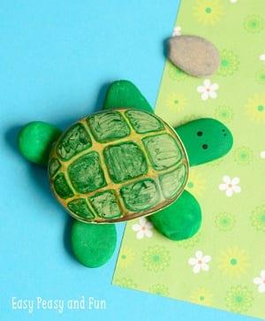 Ideas de pintura de rocas para niños - Rock Kid Crafts - acraftylife.com #kidscrafts #craftsforkids #diy