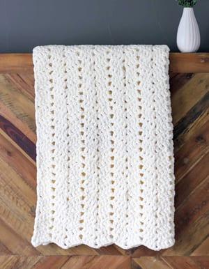 padrões de cobertores de crochê robustos - padrão de manta de crochê - padrão de cobertores de crochê - cobertor de bebê - cobertor de crochê grátis - cobertor de fios bernat amorecraftylife.com #crochet #crochetpattern #freecrochetpattern #crochetblanket