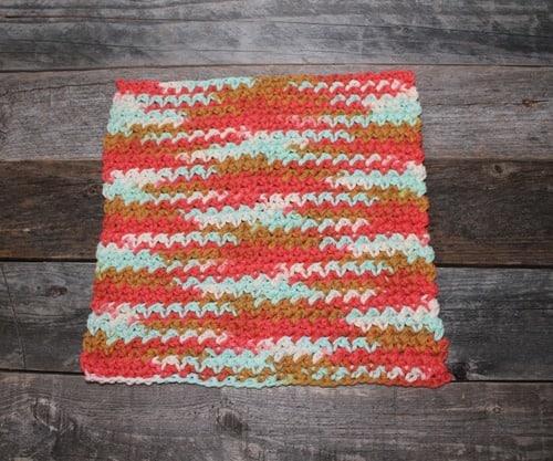 patrón de paño de cocina de ganchillo de punto de malla imprimible gratis -amorecraftylife.com #crochet #crochetpattern #diy #freecrochetpattern