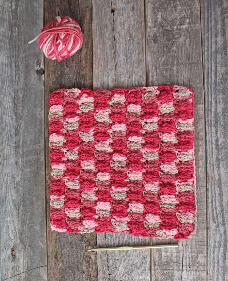 patrón de paño de cocina de ganchillo de doble puntada en racimo para imprimir gratis -amorecraftylife.com #crochet #crochetpattern #diy #freecrochetpattern